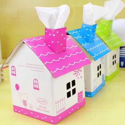我今天说课的内容是:中班艺术活动:纸盒造型房子.